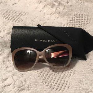 💯%Authentic Burberry Sunglasses ☀️